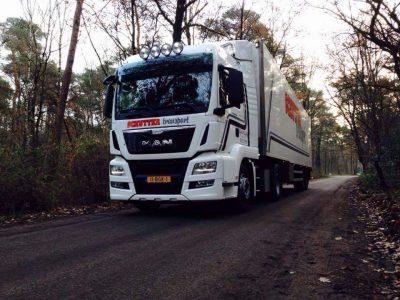Schutter vrachtwagen en trailer